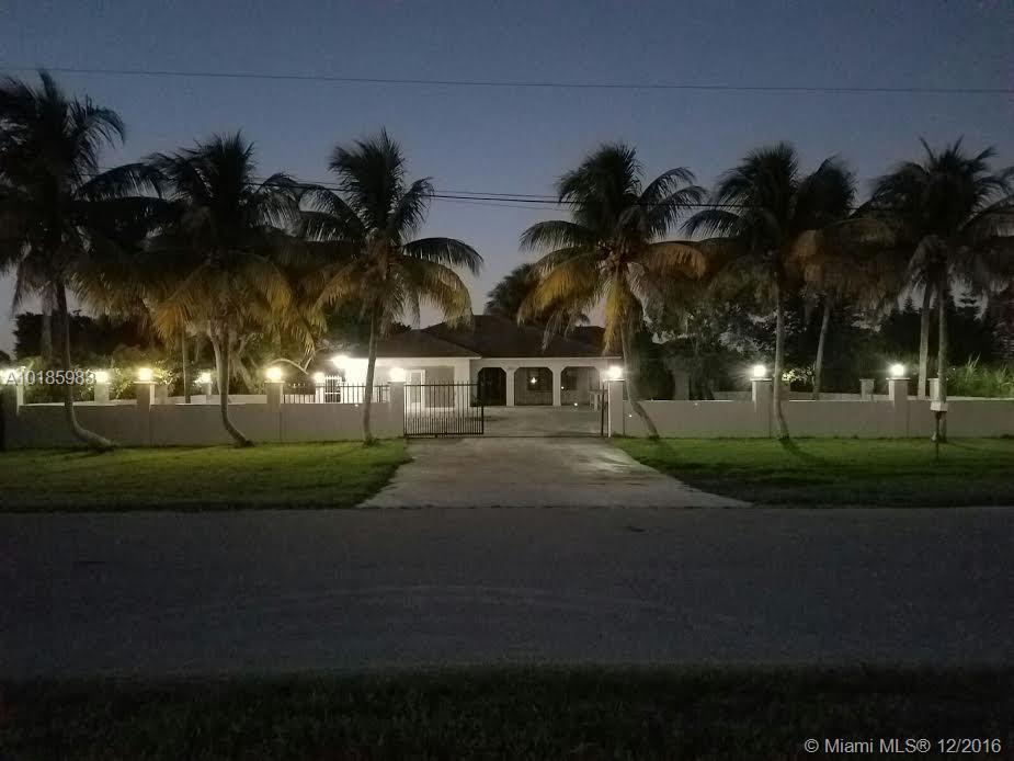 21401 SW 216 St, Miami FL 33170