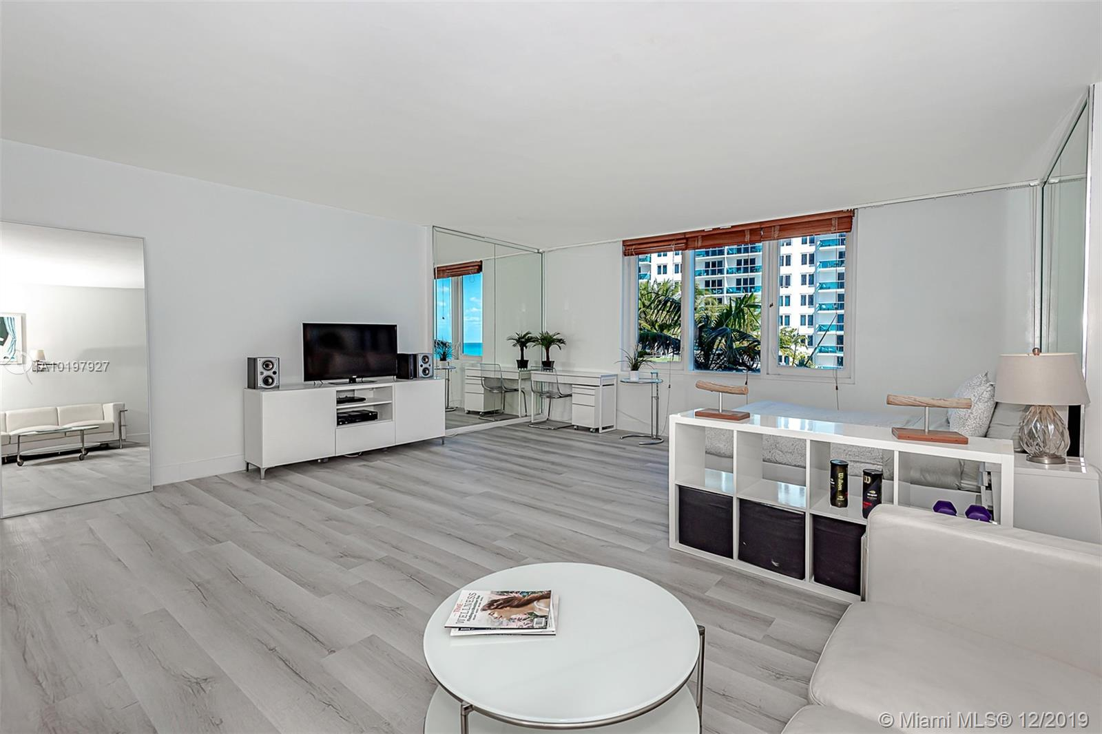 2301  Collins Ave   514