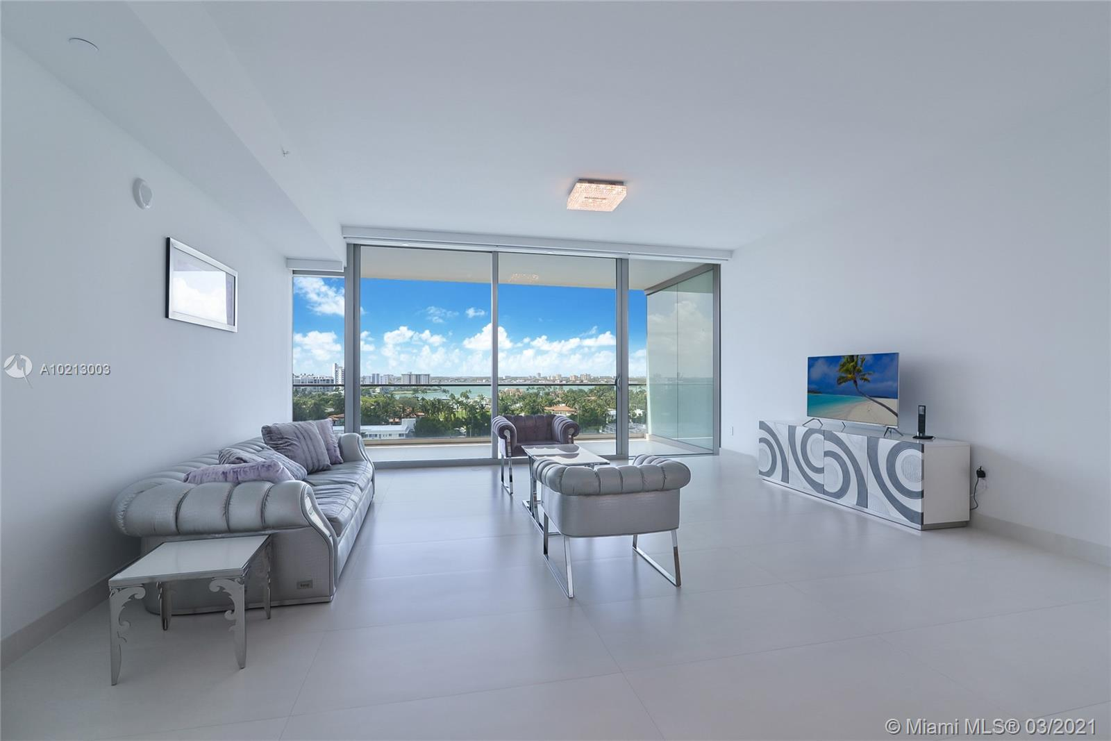 PANORAMIC BAY VIEWS / AMAZING SUNSETS / 1 BED/ 1.5 BATH/ ITALIAN Porcelain floors throughout/ remote controlled window treatments/ Italian closets/ State of the art amenities: 2 PROFESSIONAL  Tennis Courts / Restaurant/Bar / Spa  /Fitness center / 2 swimming pools / Beach & Pool Service / Movie Theater / Social Room / Kids room / Concierge/ Valet / 24 hours Security.