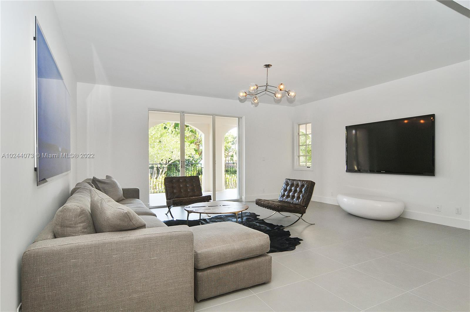 ground floor 3 bedroom in Seaside Village. Fully renovated kitchen and baths with designer finishes throughout. Great locaton steps to the beach club, spa and tennis center. Unique Open zoning allows for short term renting and great income potenial on Fisher Island. Offered fully turnkey for instant satisfacion and revenue
