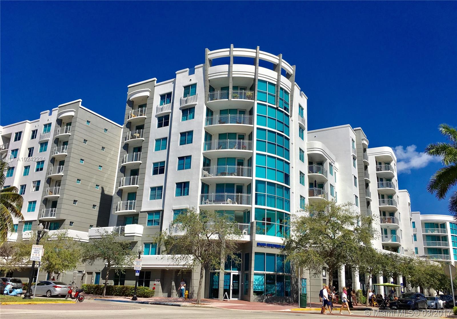 BEAUTIFUL CONDO 2/2 LOCATED IN THE HEART OF SOUTH BEACH SURROUNDED OF RESTAURANTS AND JUST WALKING  DISTANCE TO THE BEACH. OPEN KITCHEN TO THE LIVING AREA AND DINNING ROOM. GRANITE COUNTERS, ITALIAN CABINETRY AND SS APPLIANCES. FURNISHED