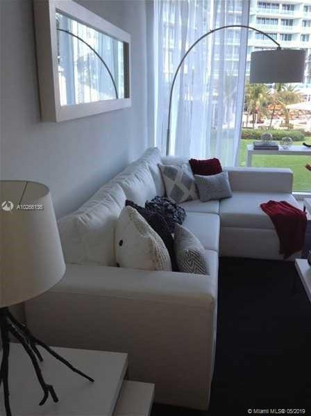 10275 Collins Ave  407