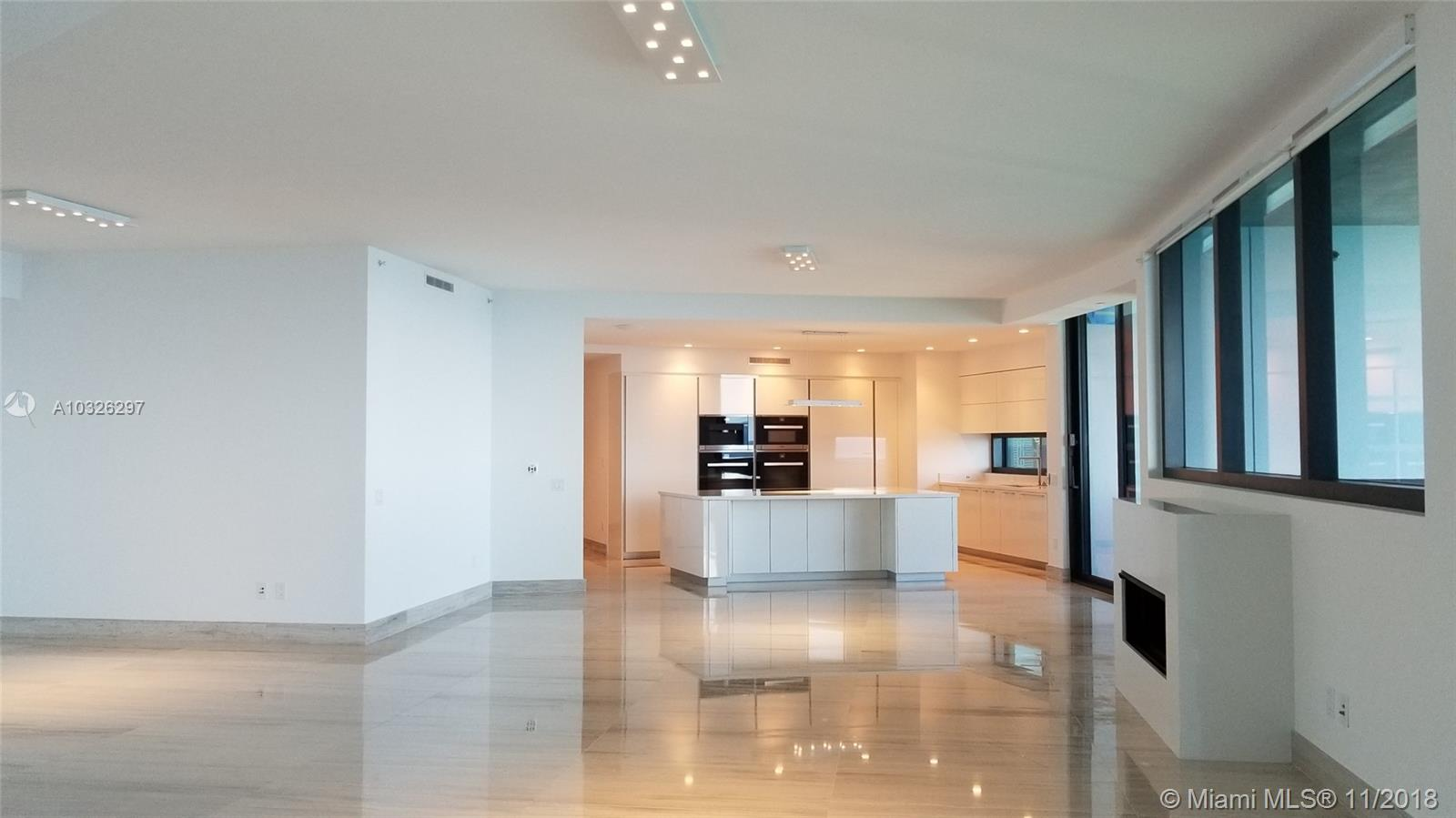 18555  Collins Ave   2305