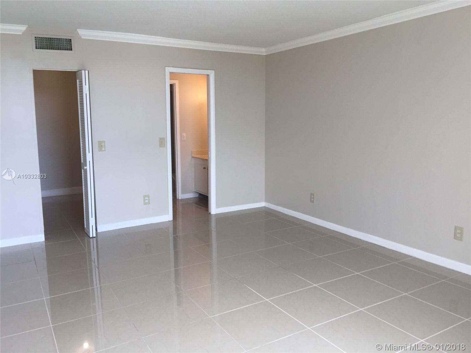 2020 NE 135th St #507, North Miami, Florida image 22