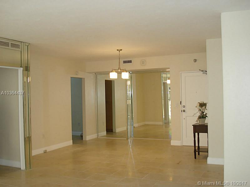 10185 Collins Ave  1112