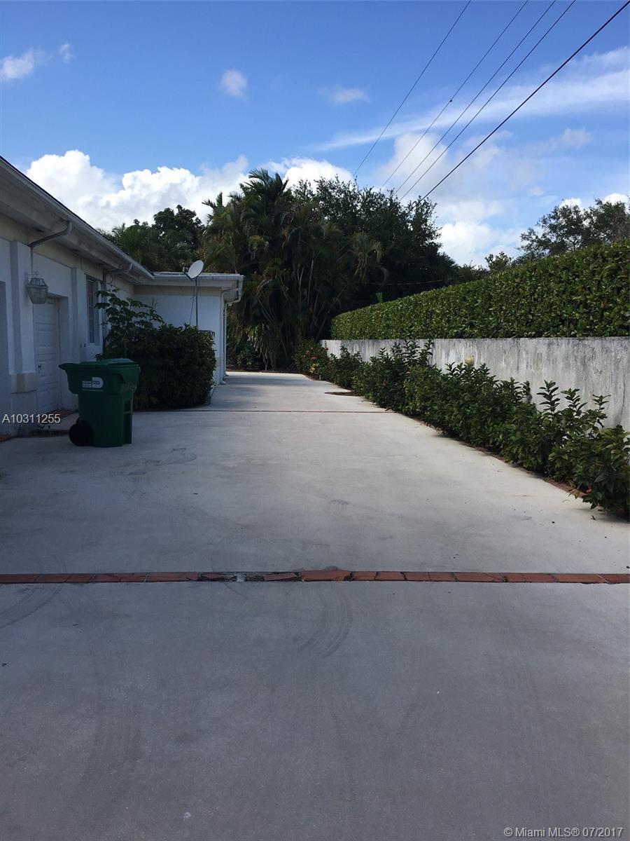 6861 SW 136th St, Pinecrest, Florida image 1