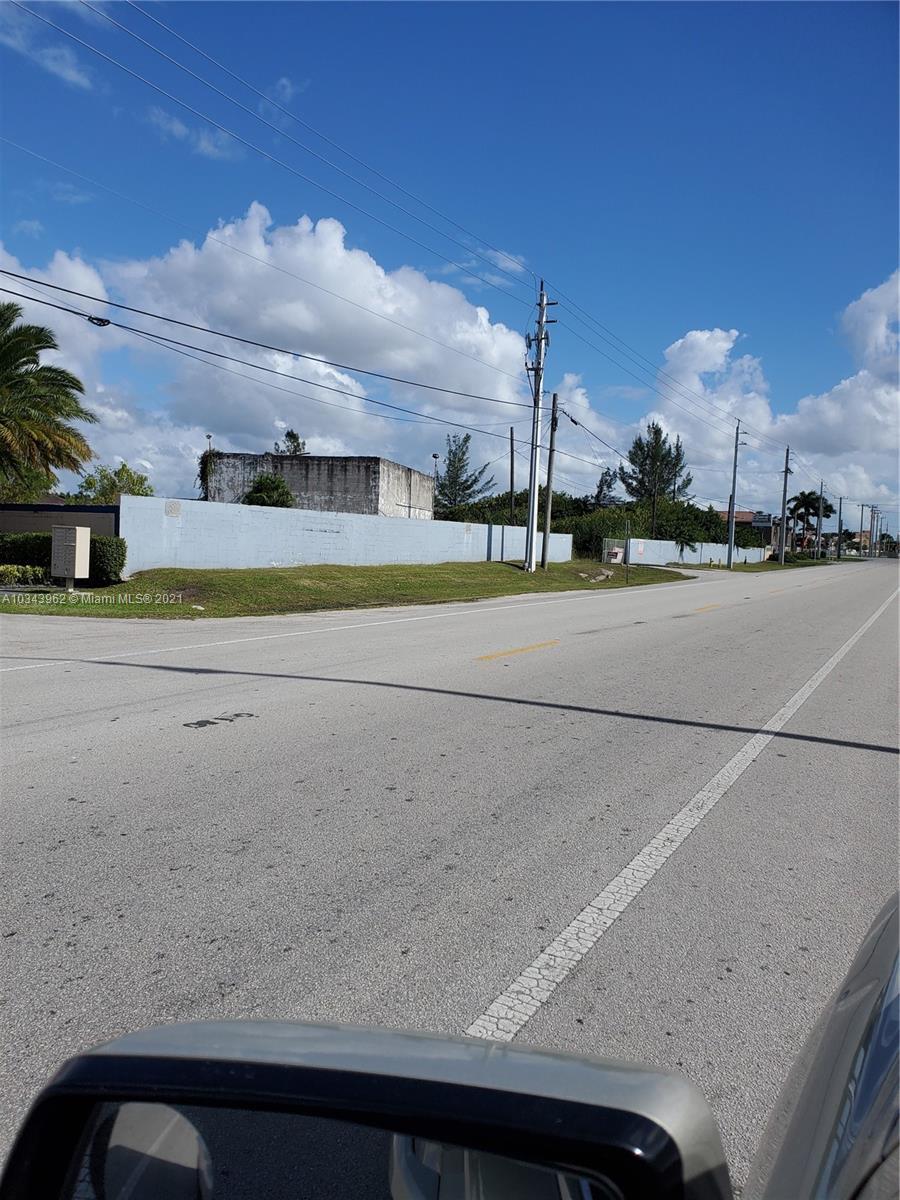 10581 Okeechobee Rd, Hialeah Gardens, FL 33018