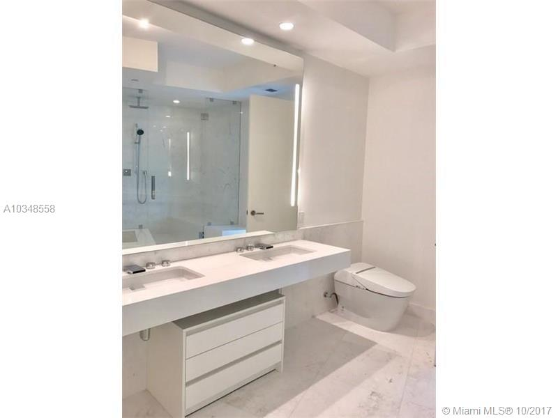 18555  Collins Ave   3305