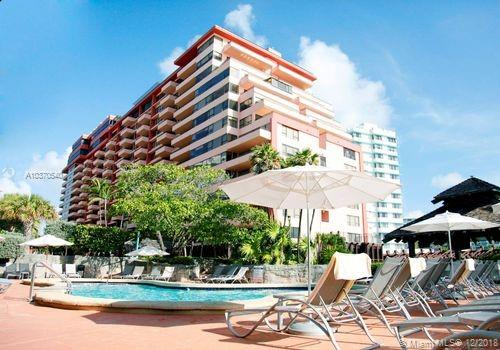 5225 Collins Ave  403