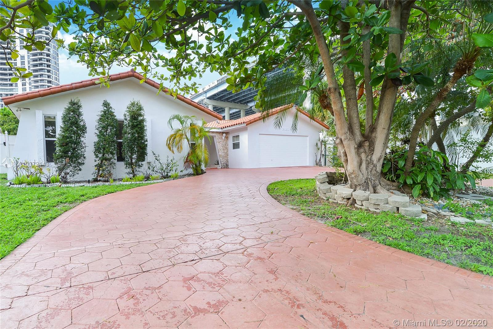 19150 N Bay Road  For Sale A10372143, FL