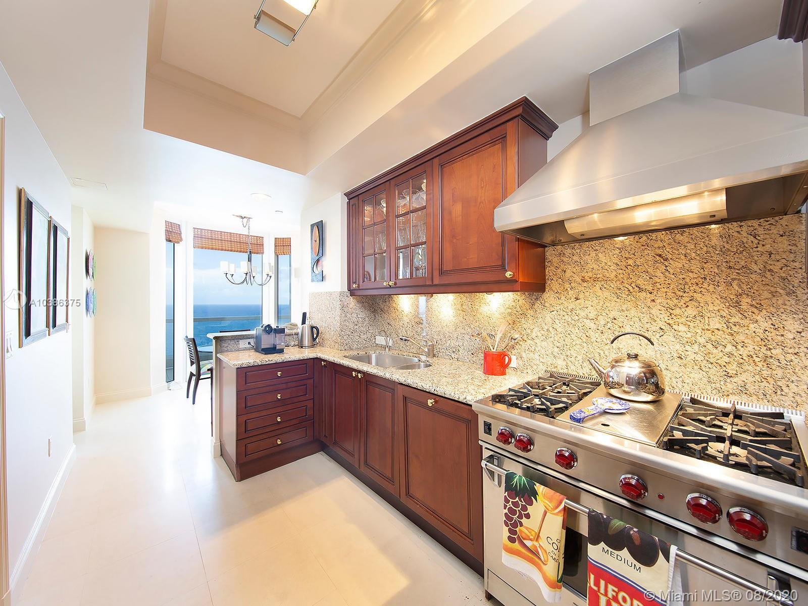 17875  Collins Ave   2305