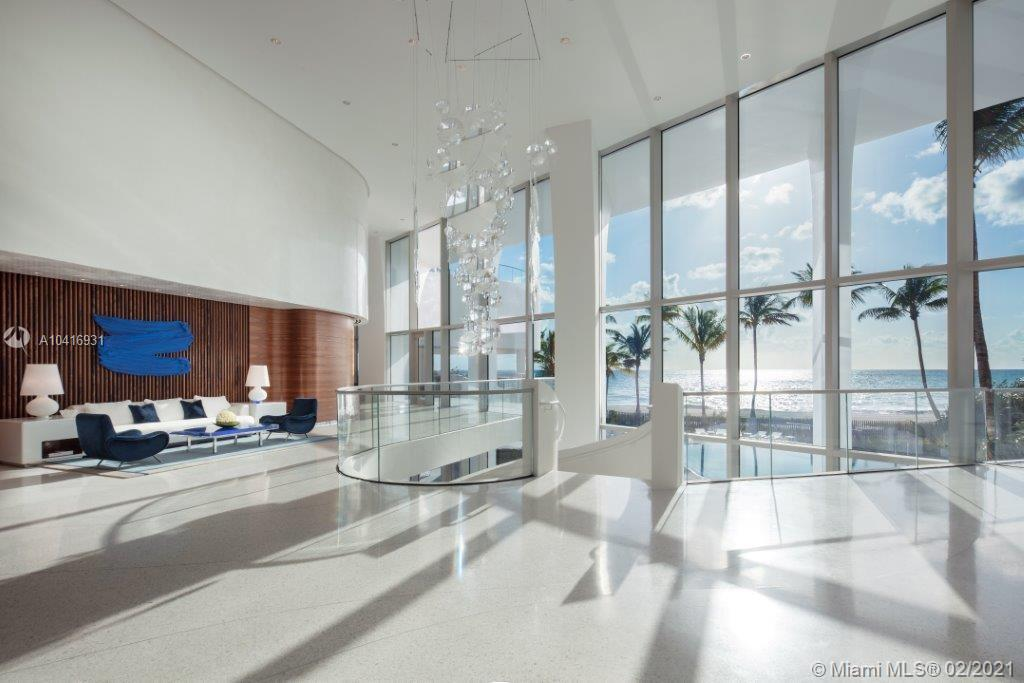 Developer unit. A must see! Unobstructed 180 degree views and enormous terraces. Decorator ready.