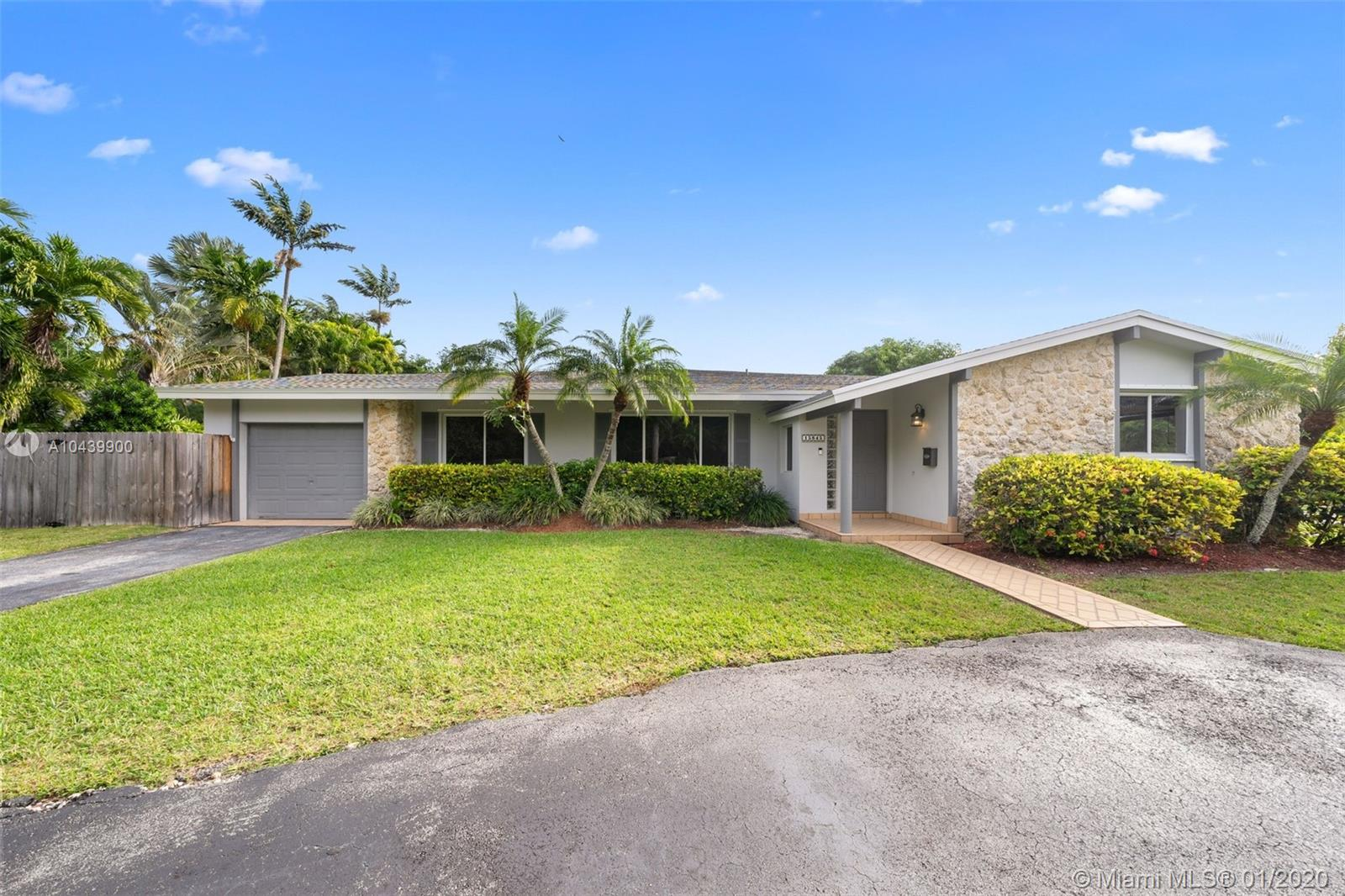 15845 SW 87 Ave  For Sale A10439900, FL