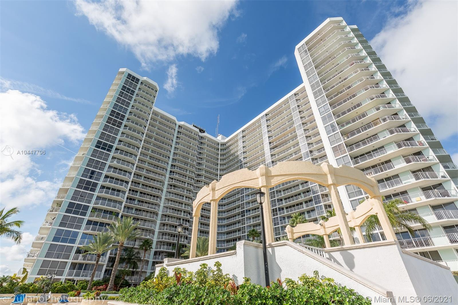 7601 E Treasure Dr #519 For Sale A10447706, FL