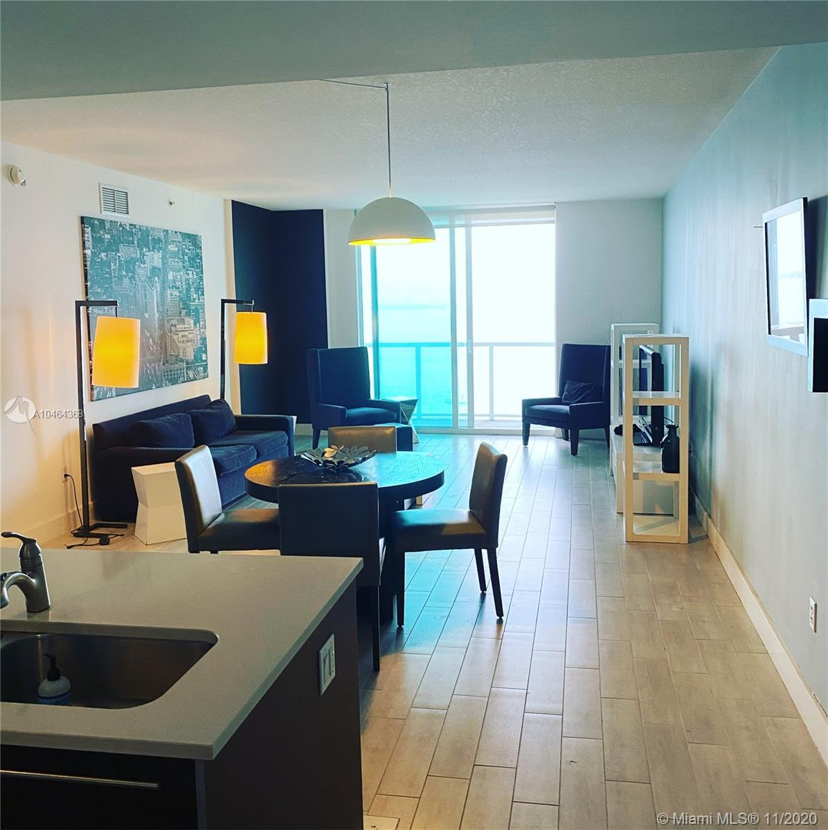 great layout and one of the best view in the building, featuring stainless steel appliance, washer and dryer in the unit,2 pools, pool table, gym, spa and more in the building.