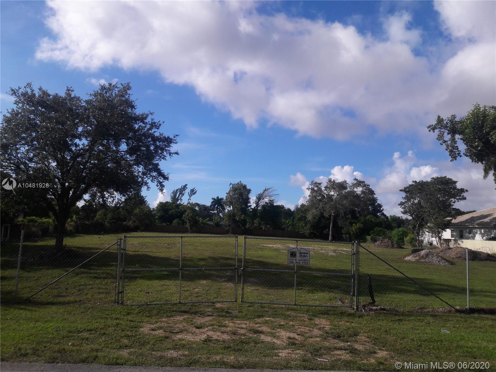 9800 SW 66 St  For Sale A10481928, FL
