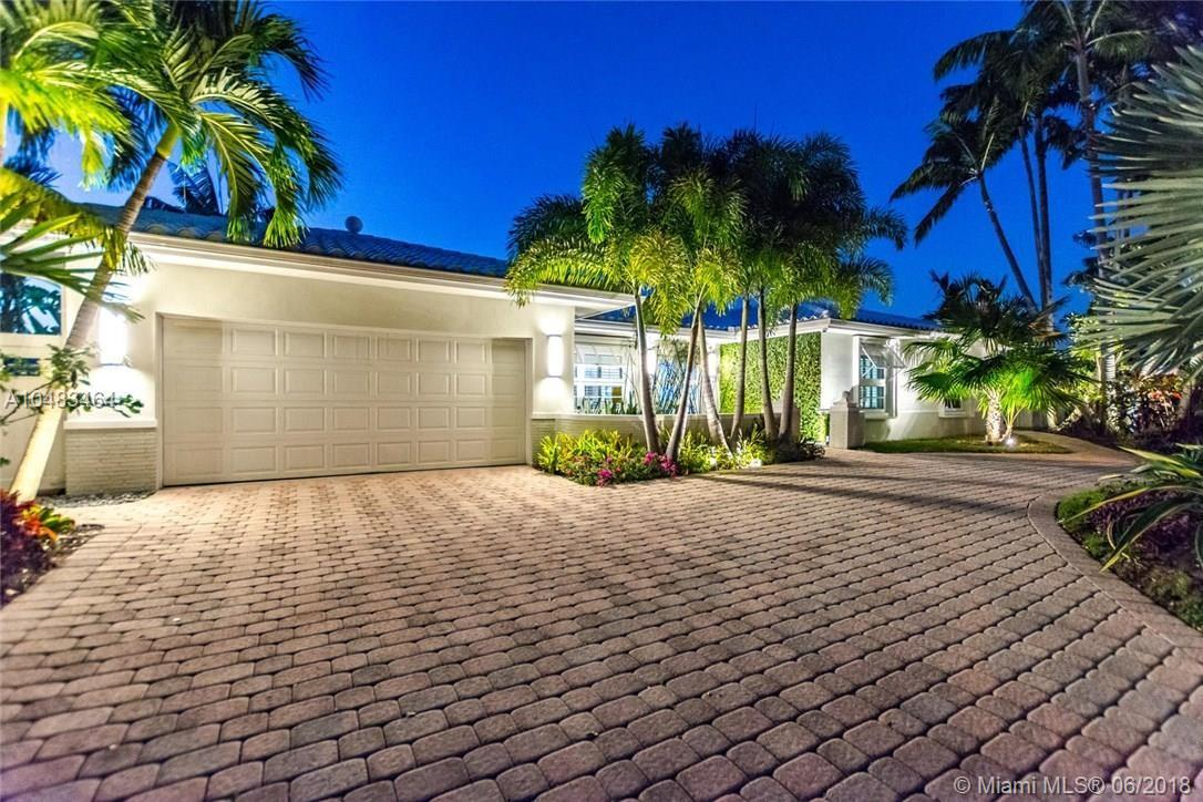 5561  Bayview Dr  For Sale A10483464, FL