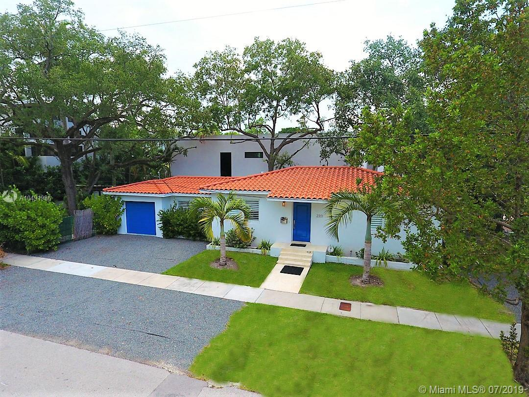 Coconut Grove charm right here! Great Vacation or starter home- downsizing to live in truly one of the best neighborhoods in Miami! Corner property Trapp and Kirk St. 