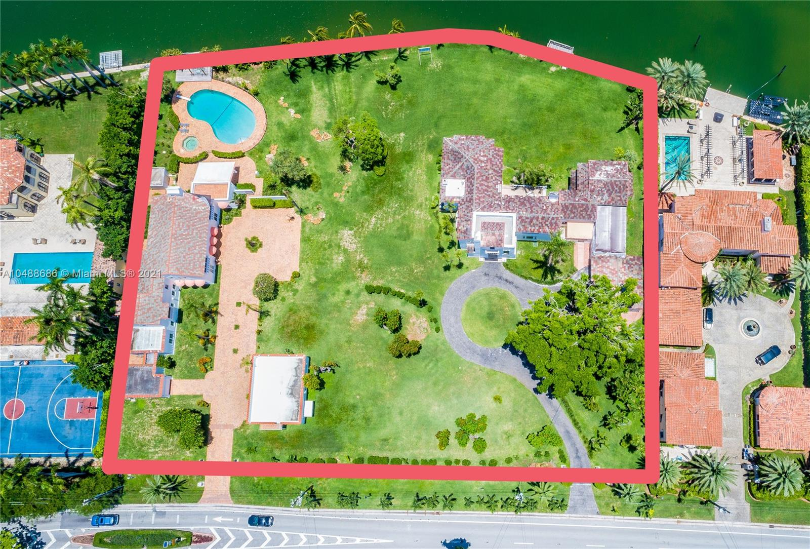5565  Pine Tree Dr  For Sale A10488686, FL