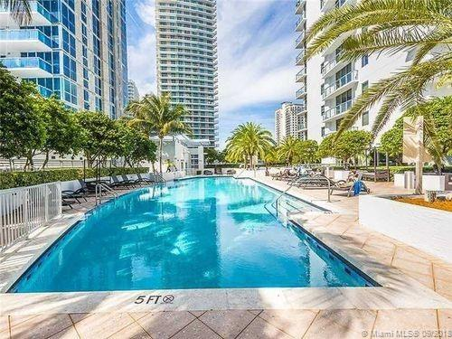 SPECTACULAR CORNER UNIT IN 1060 BRICKELL. 2 Beds and 2.5 baths. Open floor plans with wood floors through all the unit. Best option for investor and a great apartment for living and enterteining