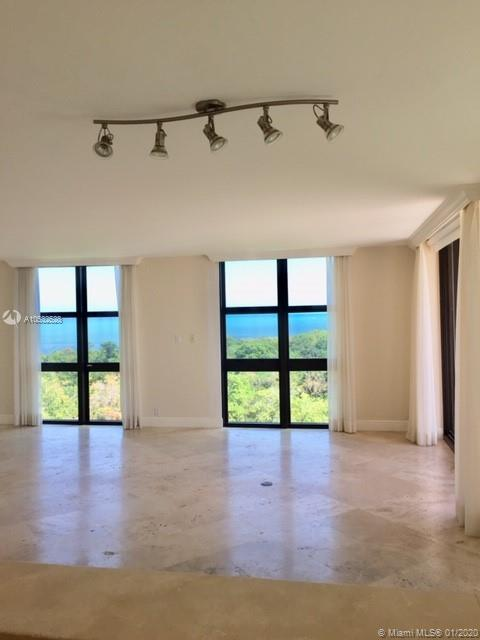 1121  Crandon Blvd #D601 For Sale A10532528, FL