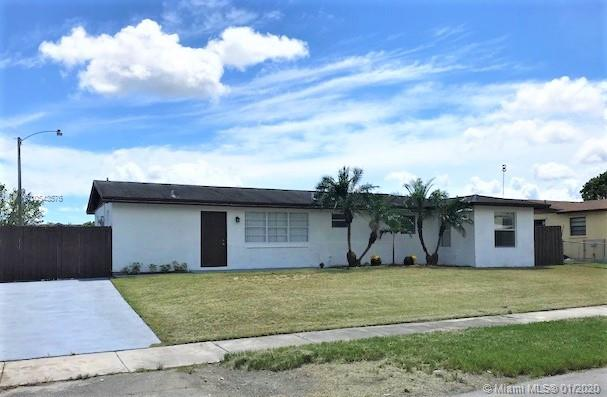 Legal 4/2+ Den home with no rear neighbors and NO ASSOCIATION.  All tile floors, SS appliances, granite, laundry room, large fenced back yard with plenty of room for a pool, covered terrace. Side yard has room for a boat.