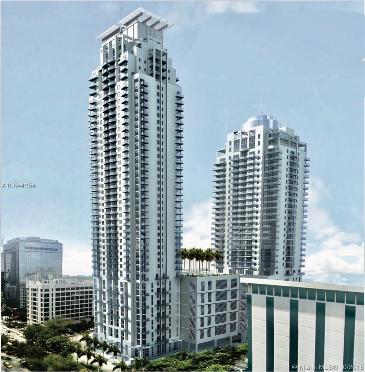 Spectacular unit in sought-after 1060 Brickell! Great building! Great amenities, including golf simulator! All-in-all, a great investment oportunity Come and see it!