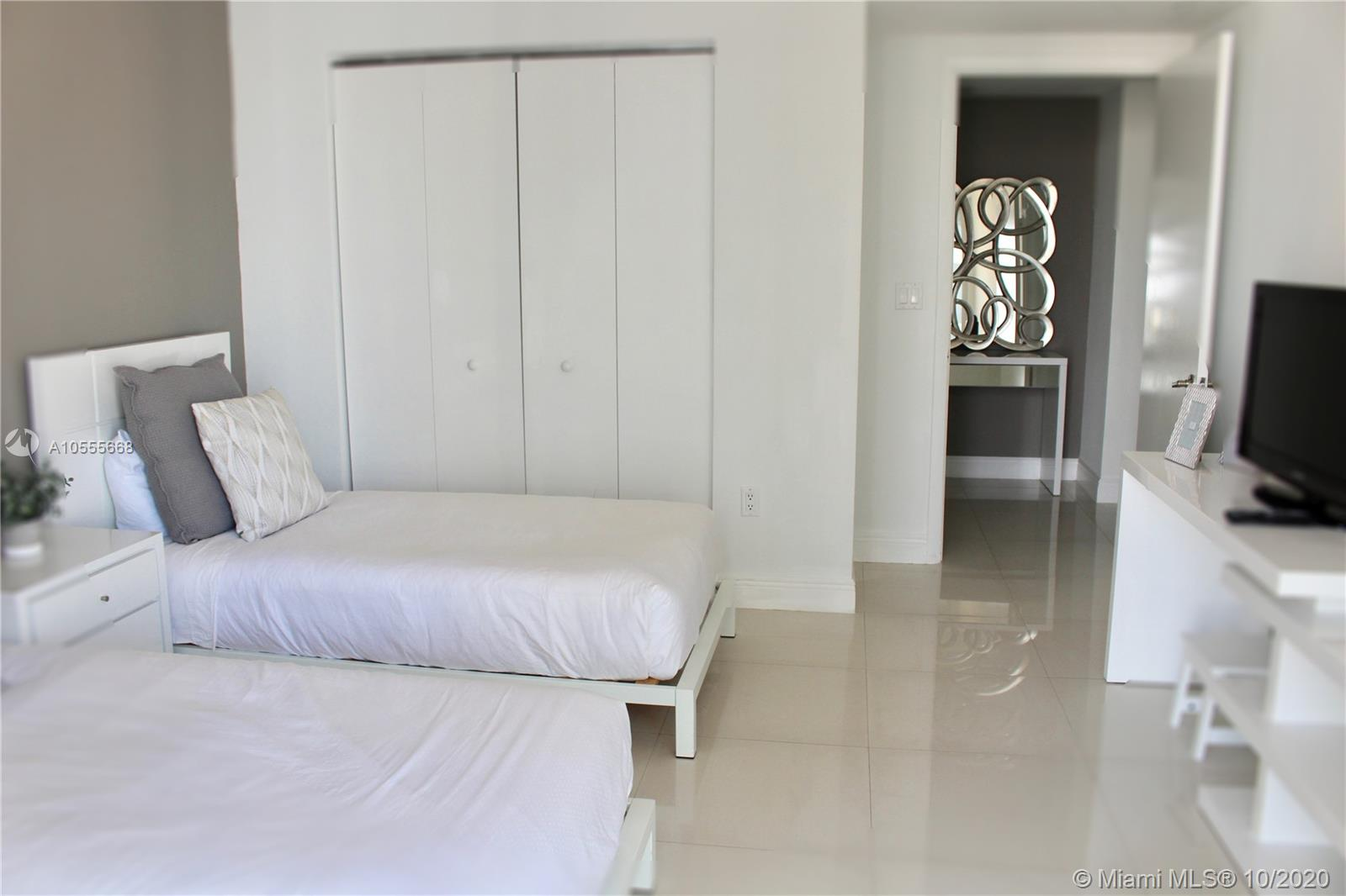 Welcome Home! Relax and Enjoy your stay in this gorgeous all-white modern 1 bedroom apartment located at the luxury Icon Brickell Tower three, where the W hotel is also located. CAN BE RENTED DAILY, WEEKLY OR MONTHLY. We provide our guests all they need to have a pampering experience (towels, bed sheets, glassware, cooking utensils, and more). Free Internet and more. Valet parking is included only in monthly rentals. Contact Us for weekly and daily rates. ***Prices may vary depending on the season and taxes may apply. + Cleaning Fee