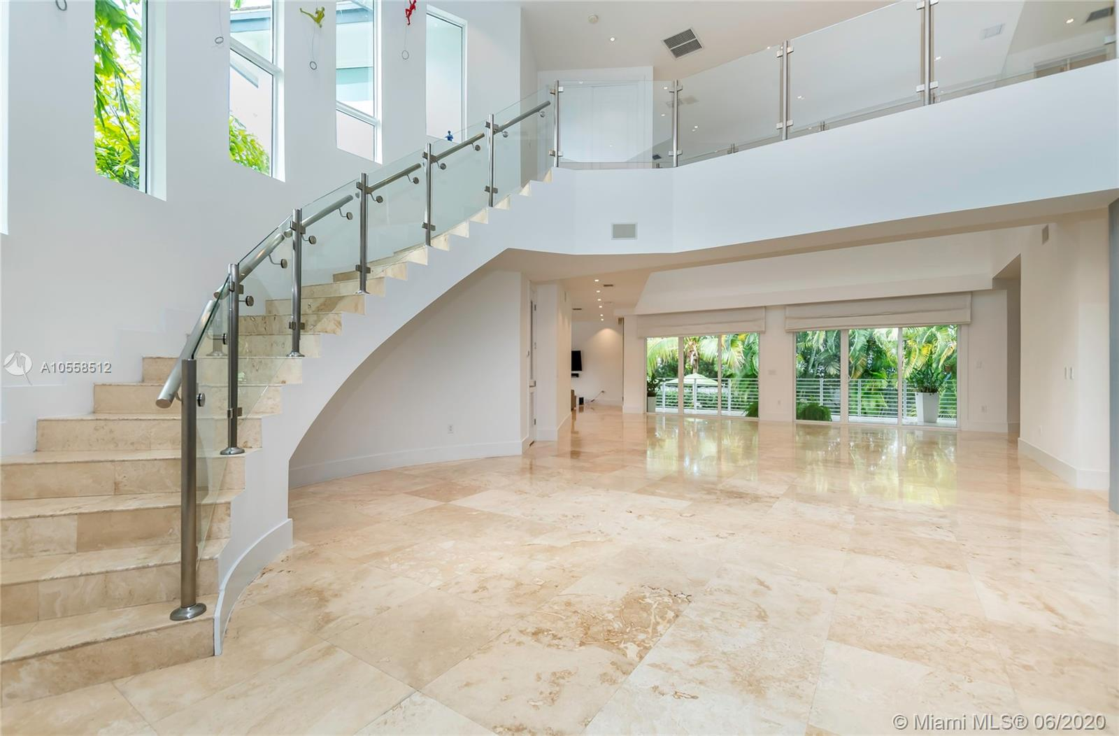618  Curtiswood Dr  For Sale A10558512, FL