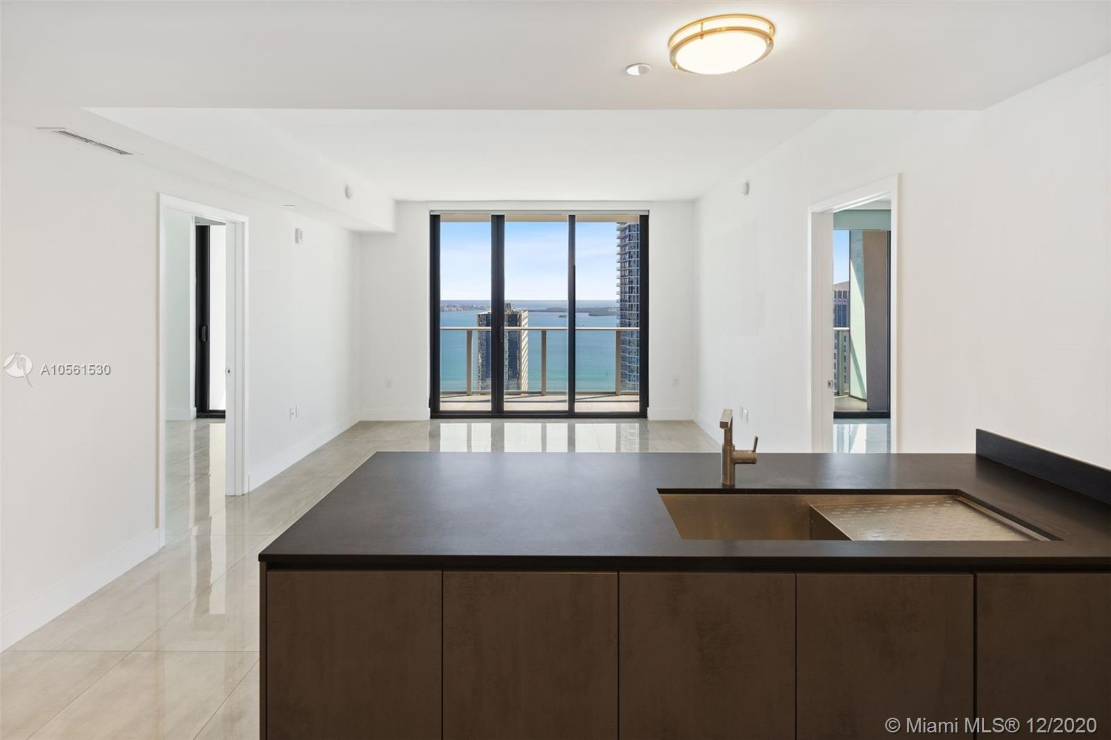 The best line in the building, two bedrooms plus 2  dens(one of den can be used like 3bedroom), a high floor with a beautiful view of the bay and the ocean. Italian porcelain floor, modern blinds and lighting, top of the line appliances. Huge balcony with summer kitchen.