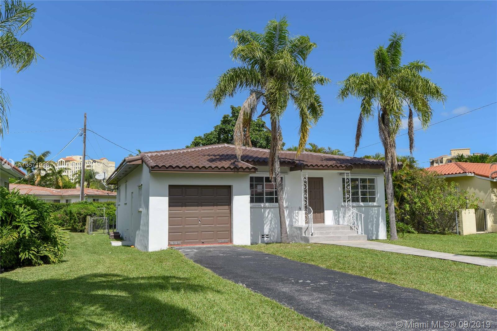 3015  Coconut Grove Dr  For Sale A10571996, FL