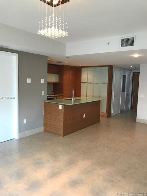 5875  COLLINS AVE   1205