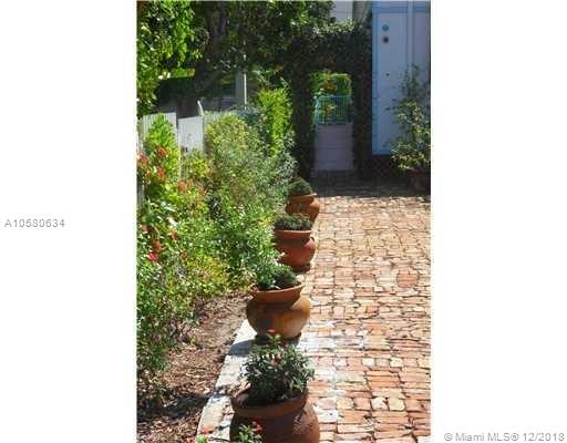 132 SW 9th St  For Sale A10580634, FL