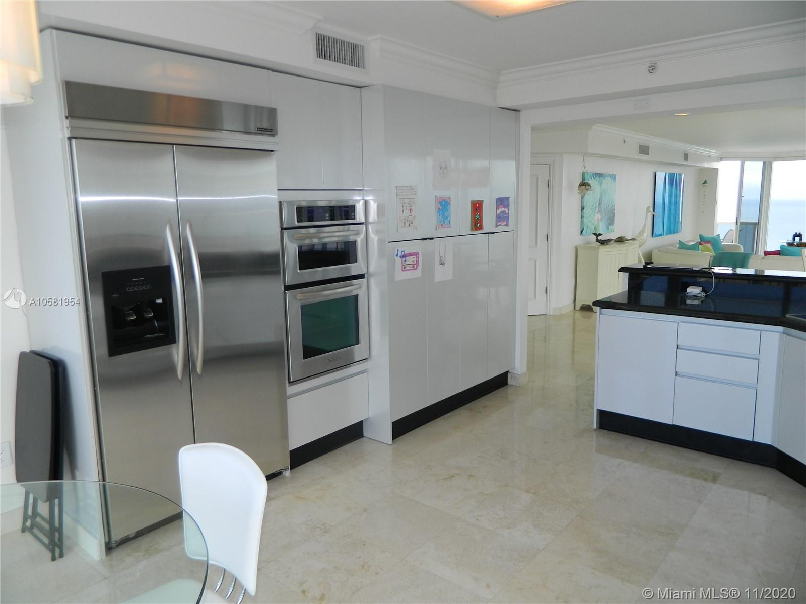 17555  Collins Ave   2601
