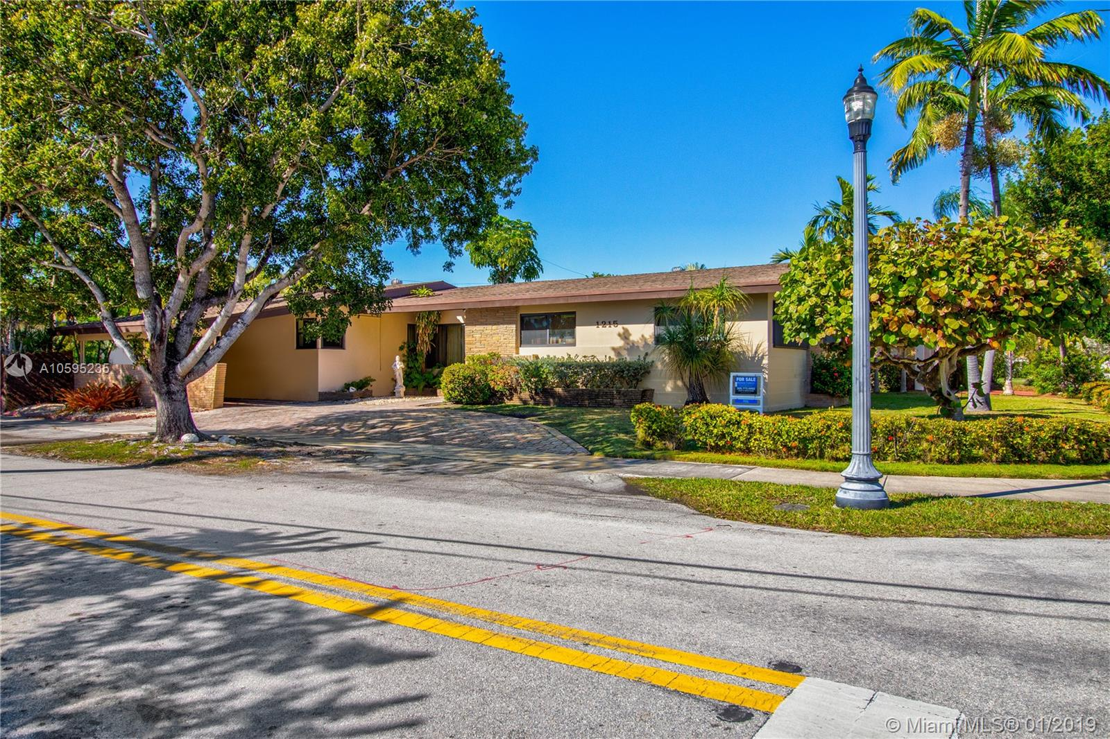 1215  Cleveland Rd  For Sale A10595235, FL