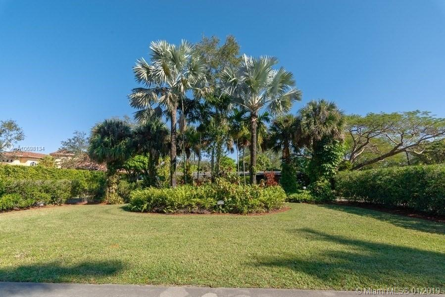 9301 SW 93rd Ave  For Sale A10598134, FL