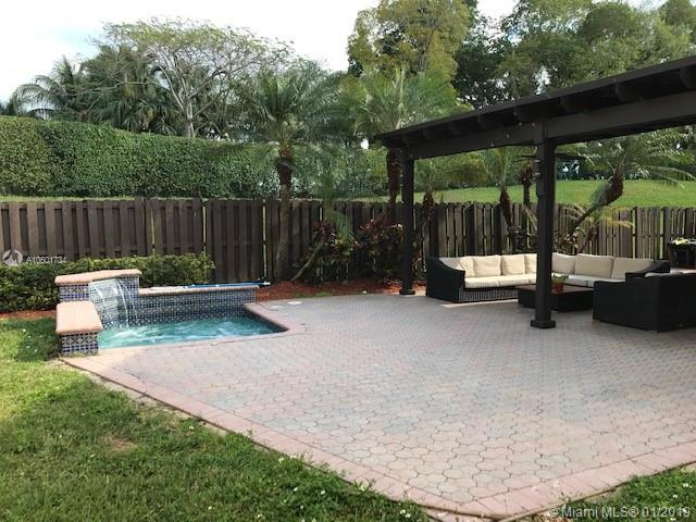 5845 NW 112 Ct  For Sale A10601734, FL