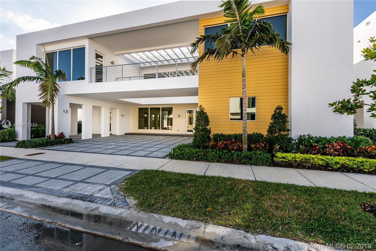10272 NW 75th Ter  For Sale A10613333, FL