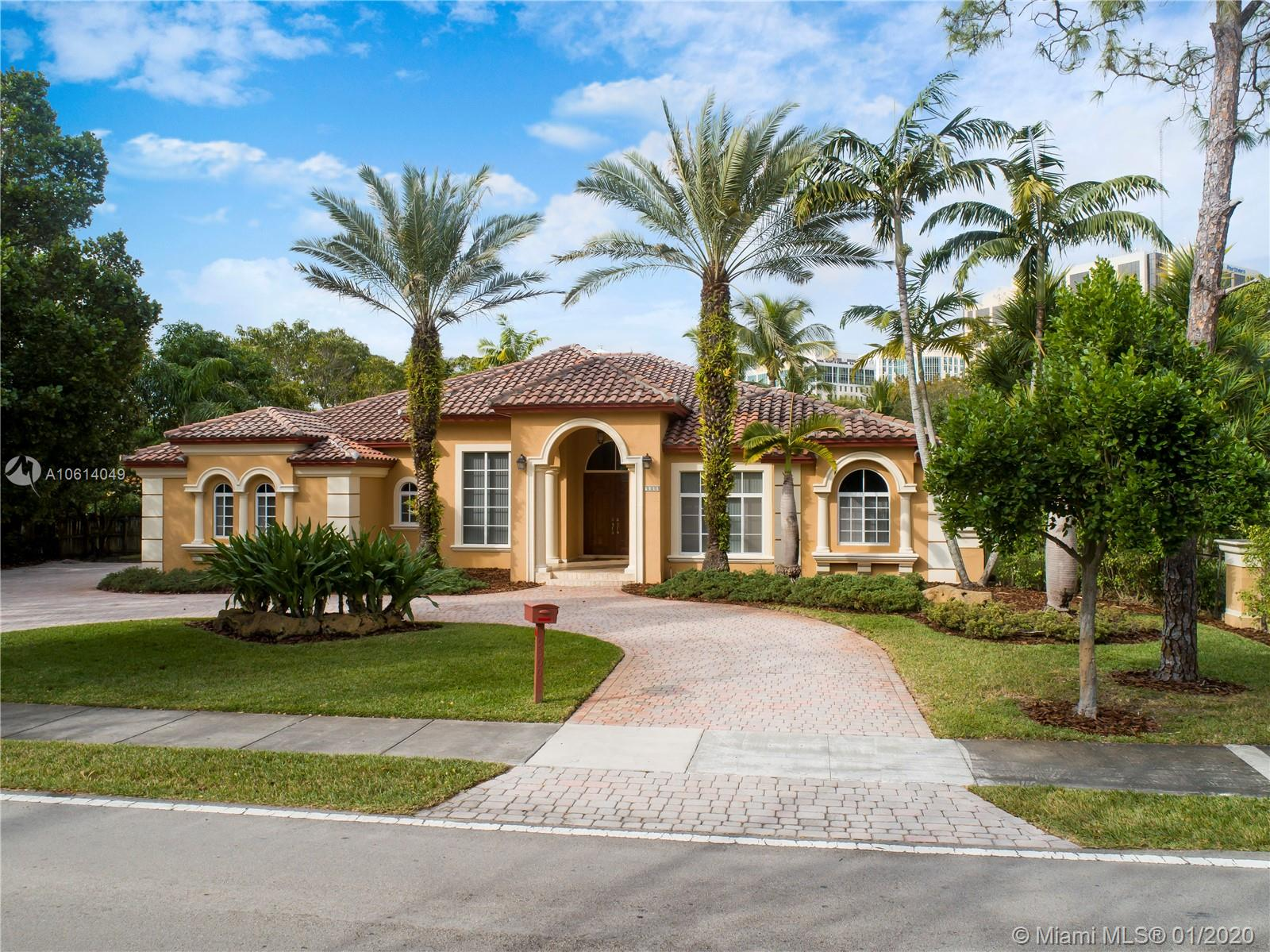 9300 SW 72 avenue  For Sale A10614049, FL
