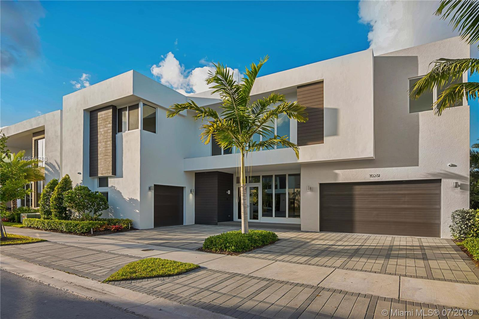 10261 NW 74th Ter  For Sale A10616733, FL