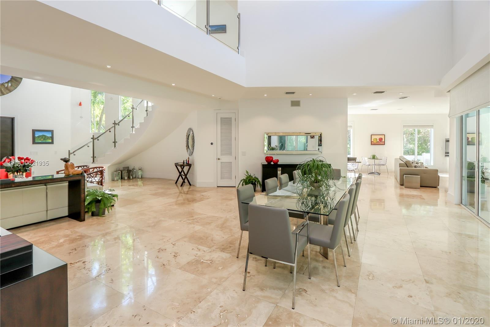 618  Curtiswood Dr  For Sale A10621935, FL