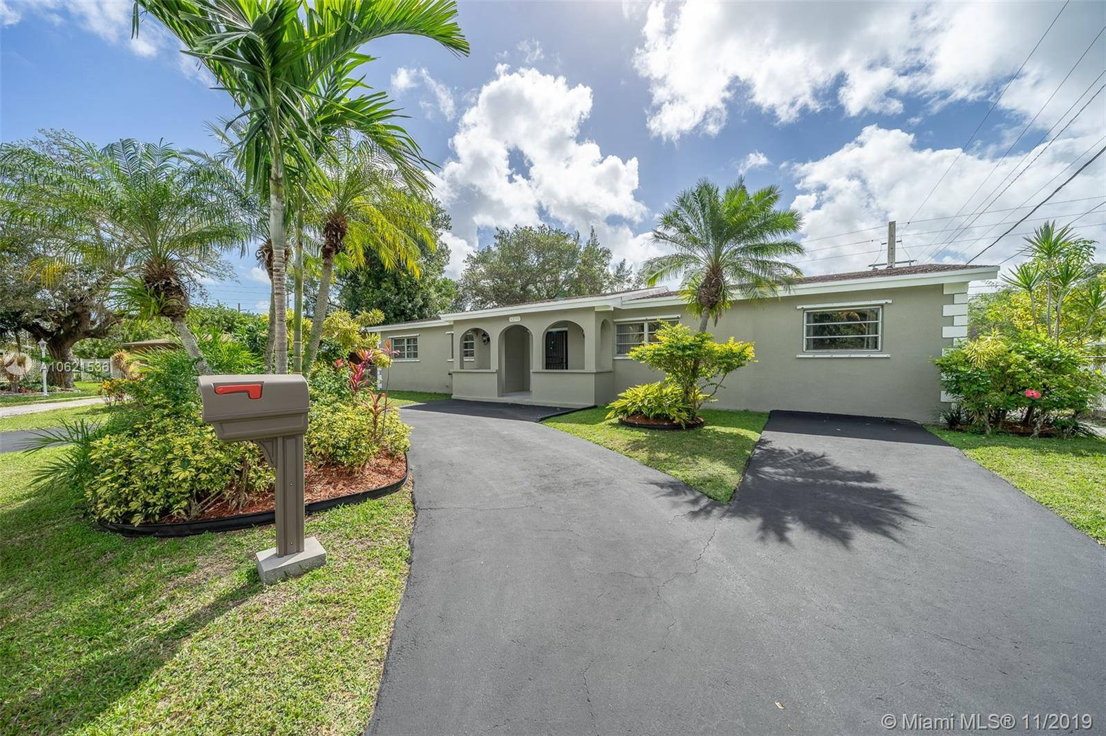 6230 S W 63rd Ter  For Sale A10621536, FL