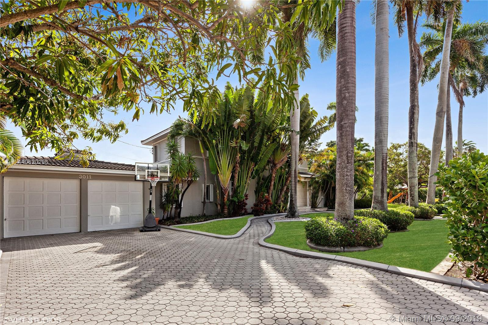 3011  Royal Palm Ave  For Sale A10620296, FL