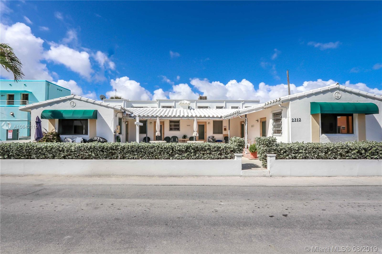 2212 N Surf Rd  For Sale A10642110, FL