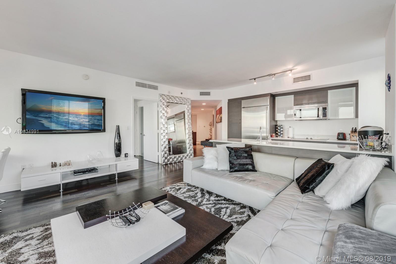500  Brickell Ave   3701
