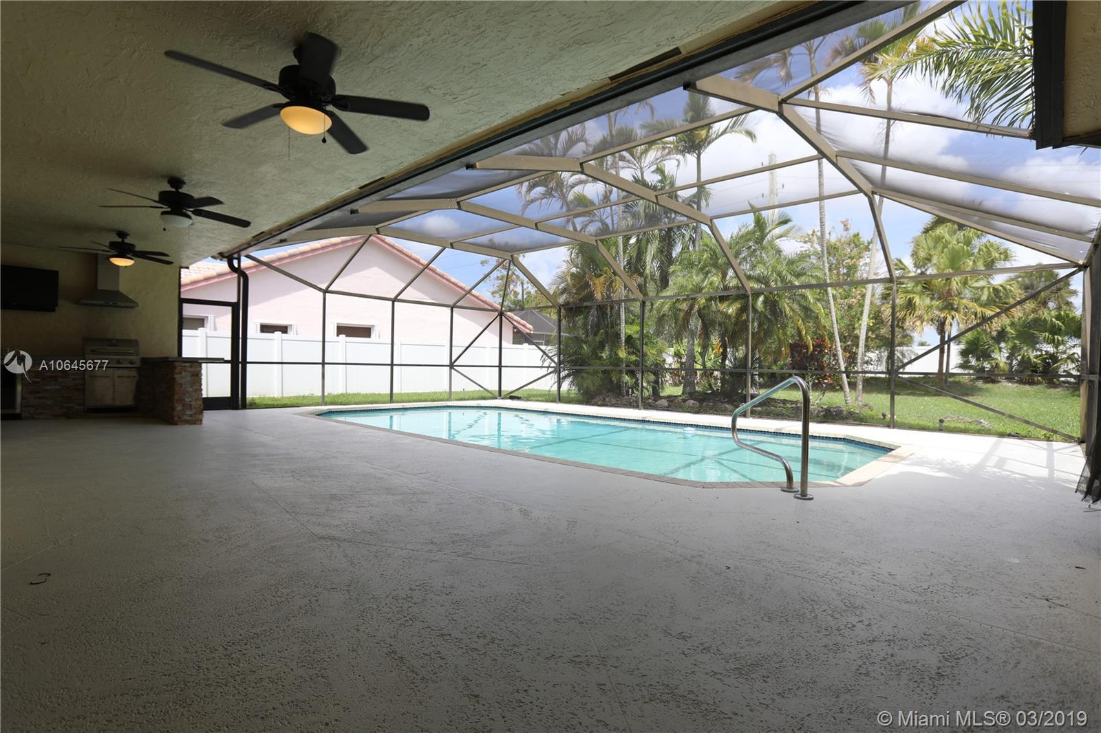 8419 80th Ct, Tamarac, Florida image 14
