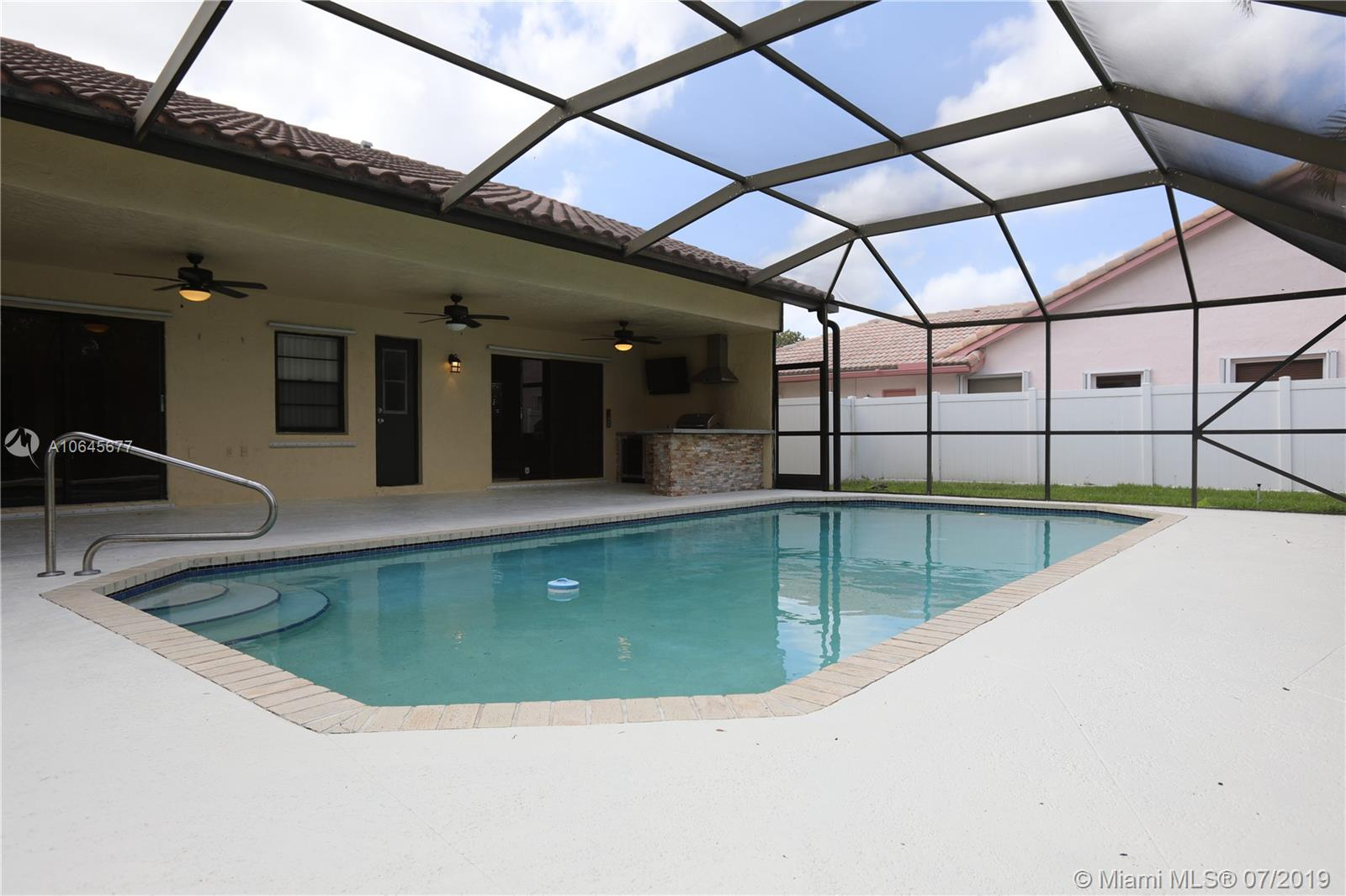8419 80th Ct, Tamarac, Florida image 24