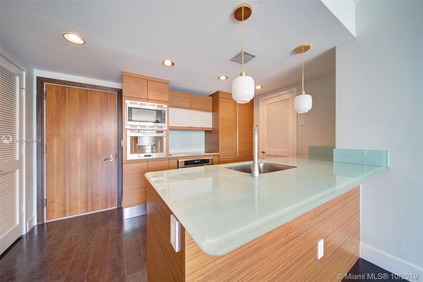 5875  Collins Ave   1506