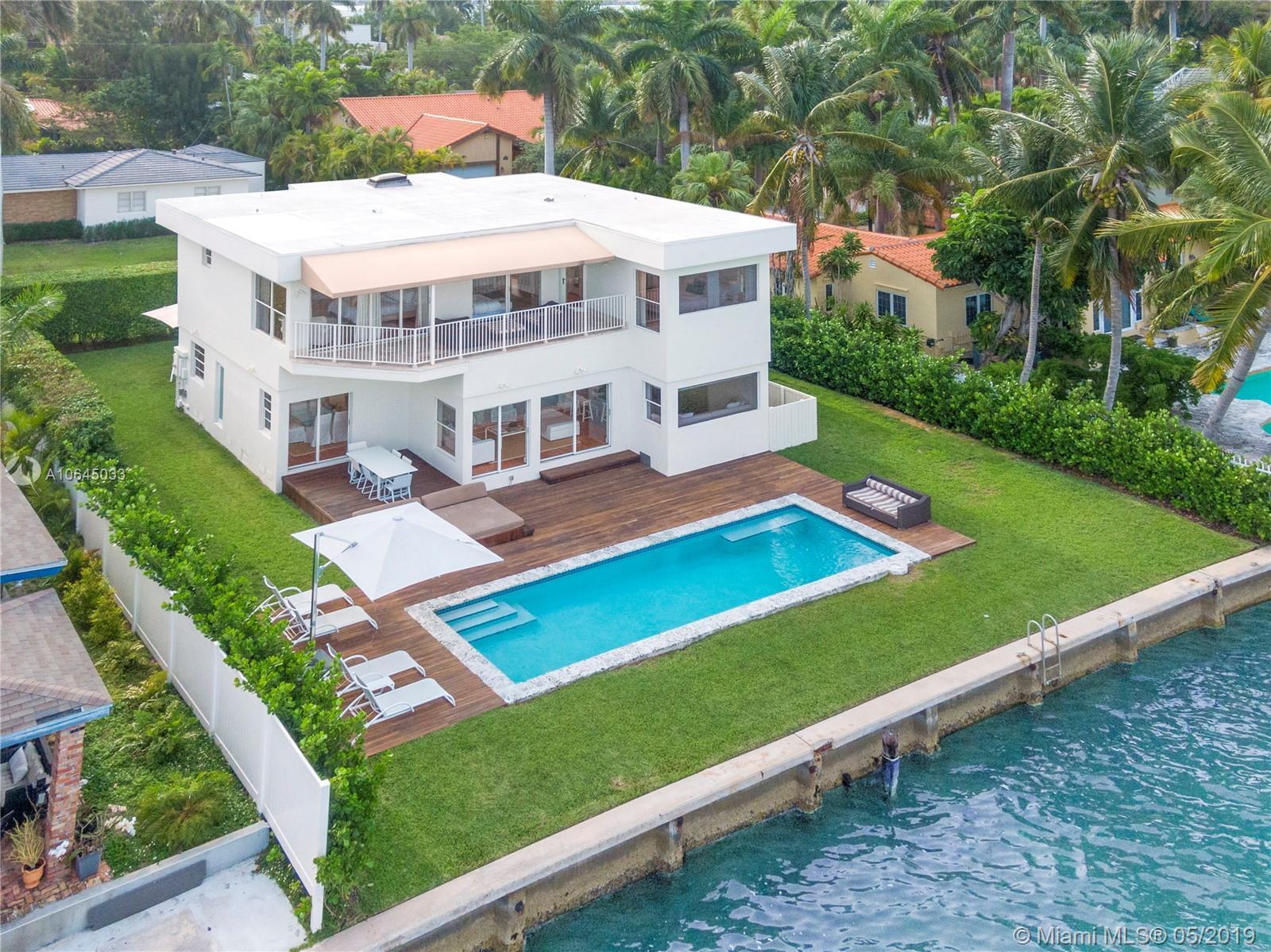 7711  Beachview Dr  For Sale A10645033, FL