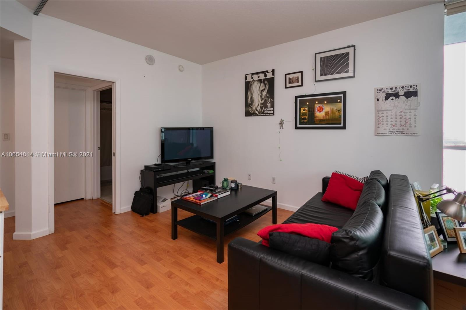 GREAT STUDIO WITH A VERY NICE BAY VIEW. MODERN KITCHEN AREA WITH STAINLESS STEEL APPLIANCES. 24 HOUR FRONT DESK SECURITY SERVICE. GREAT AMENITIES WITH 2 POOLS, 2 STORY FITNESS CENTER, RESIDENT LOUNGE AND MANY MORE. CLOSE TO DOWNTOWN, BEACHES, TRANSPORTATION AND THE ARTS DISTRICT.